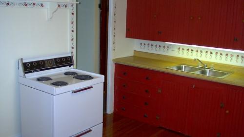 Apt 4-kitchen