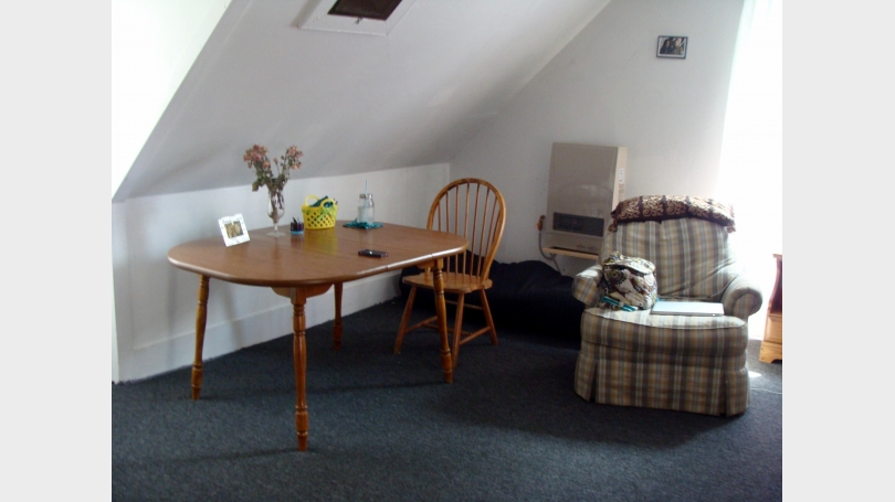 Table area and other armchair of 14 cottage