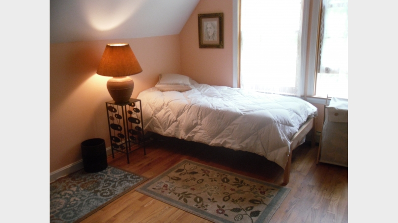 This is a photo of a third bedroom.