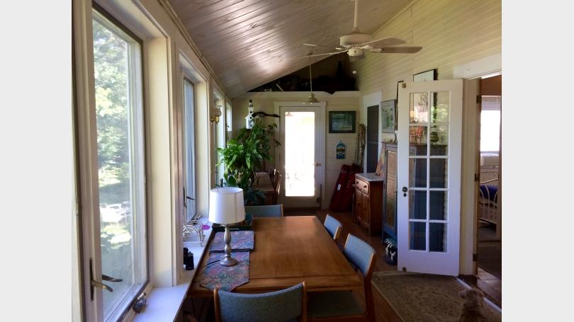 Sunporch dining area