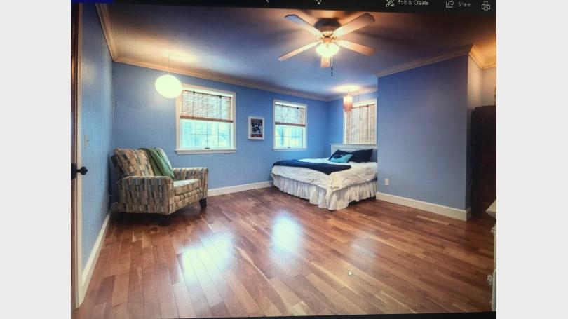 bedroom en suite bath upstairs