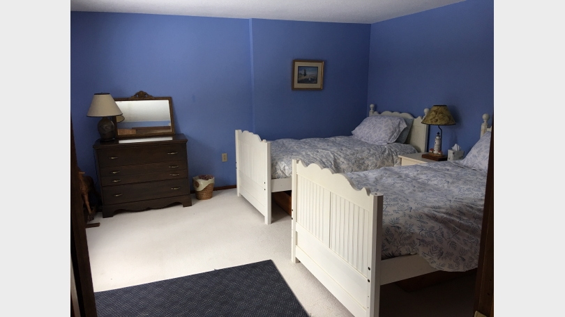 Lower level guestroom with twin beds