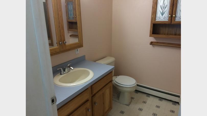 en suite bath with jacuzzi