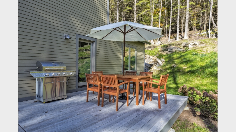 Outside Deck with Barbecue and Dining