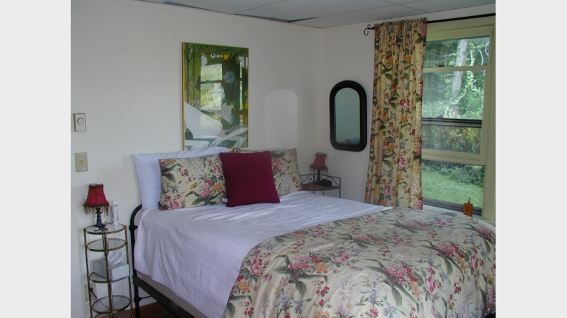 apartment bedroom lower