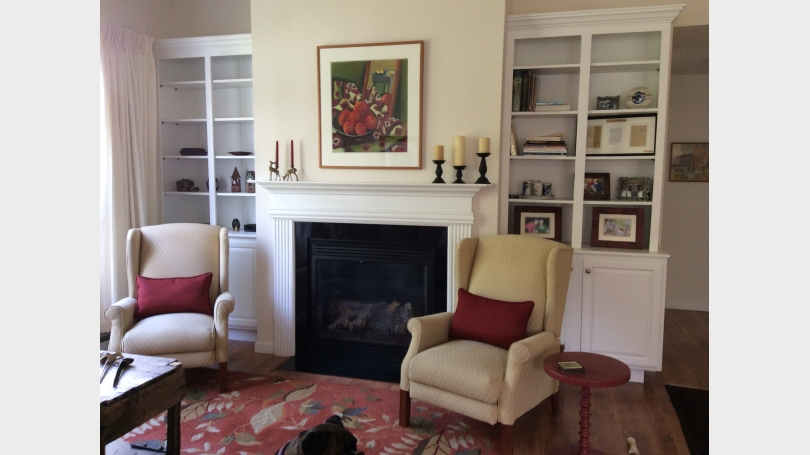 living room w gas fireplace