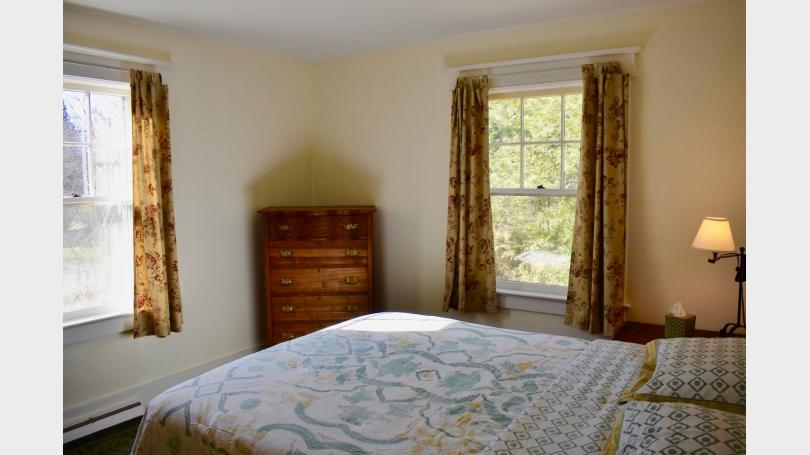 Queen bedroom ground floor